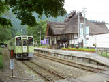 駅舎とふるさと列車