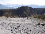 ガレ場と登山者
