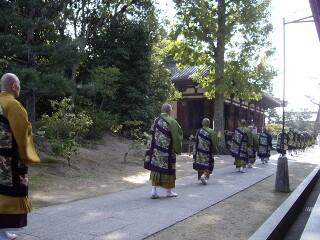 僧侶らの行列