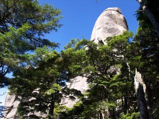 大ヤスリ岩