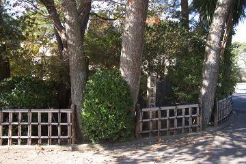 菱田春草の碑