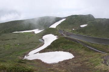 男女岳山頂付近からの阿弥陀池
