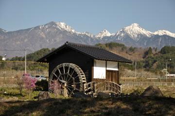 水車小屋と八ヶ岳