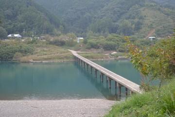 三里(深木)沈下橋
