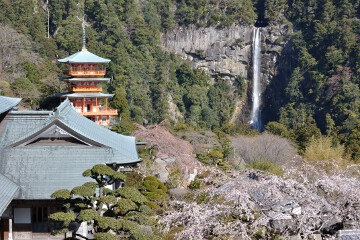 三重塔と那智滝