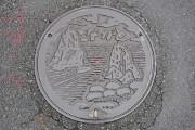 青海島の奇岩と観光船と松