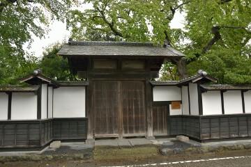 清野邸の門