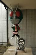 中庭の仮面ライダー
