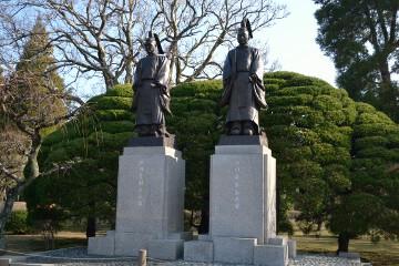 御祭神細川忠利公銅像